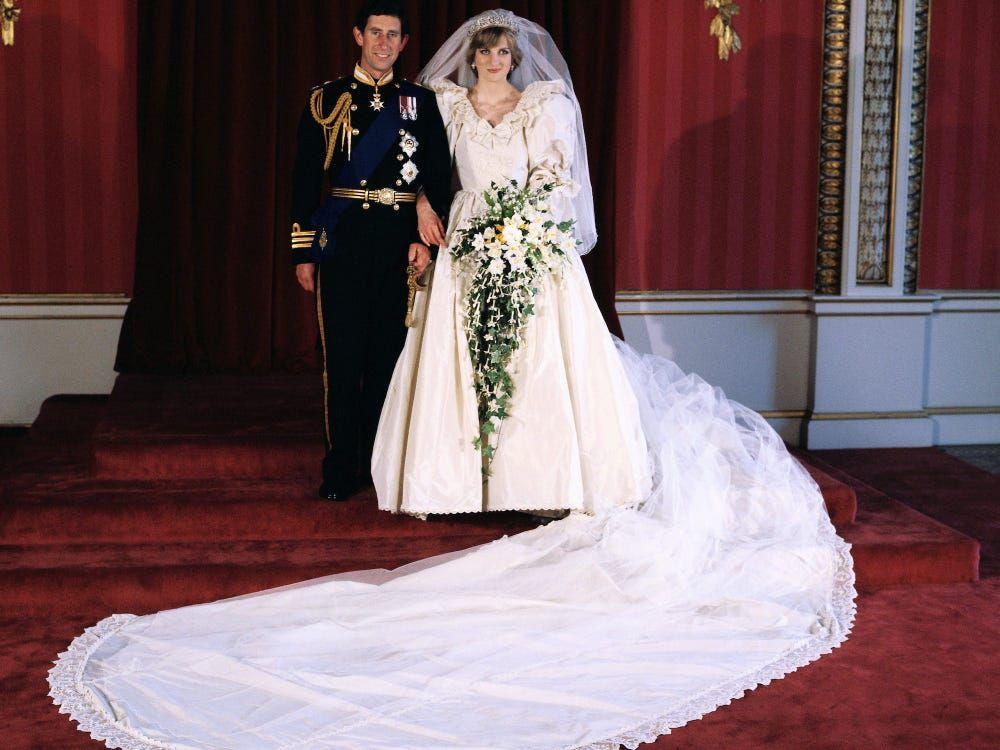 Gaun pernikahan Putri Diana akan dipamerkan di Instana Kensington bulan Juni mendatang. Ini detail penting yang perlu kamu ketahui.