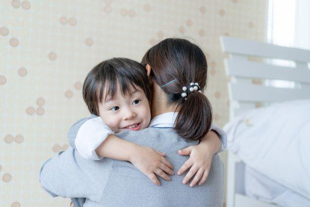Meskipun sudah bercerai, anak-anak tidak boleh kehilangan kasih sayang salah satu orang tuanya. Simak manfaat co-parenting ini!