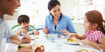 Ternyata Begini Manfaat Tak Terduga Makan Bareng Keluarga di Rumah